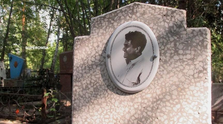 «Могила Кастанеды» на одном из омских кладбищ
