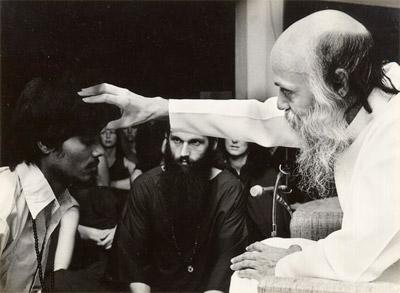 Свами Говинд Нараян Бхарати принимает саньясу отОшо